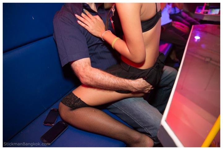 Pretty-Lady-Bar-Bangkok1