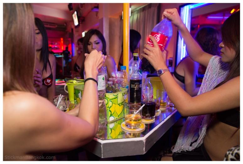 Pretty-Lady-Bar-Bangkok2