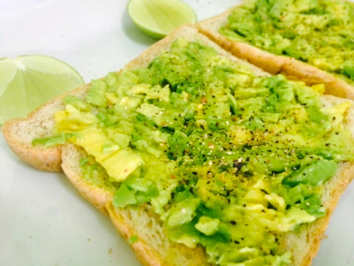 Avocado Toast : ขนมปังปิ้งหน้าอโวคาโด
